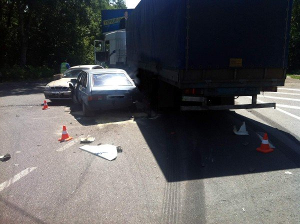 В Донецке фура спровоцировала столкновение двух автомобилей (фото), фото-1