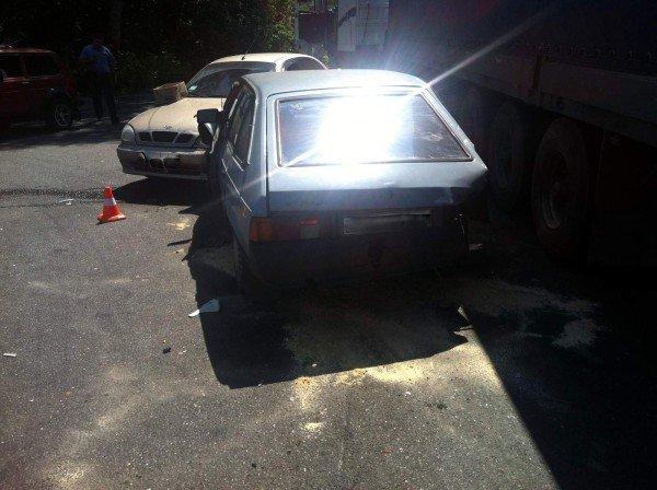 В Донецке фура спровоцировала столкновение двух автомобилей (фото), фото-2
