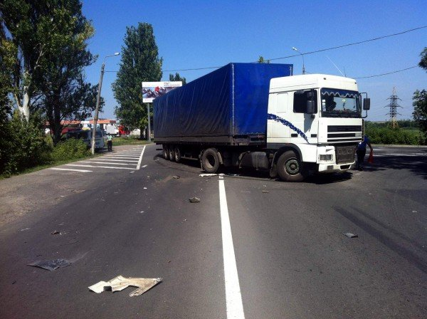 В Донецке фура спровоцировала столкновение двух автомобилей (фото), фото-3