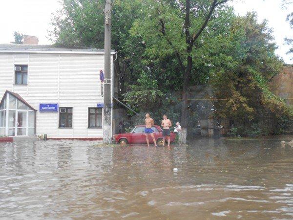 После дождя одесская Пересыпь оказалась отрезанной от города (видео), фото-1