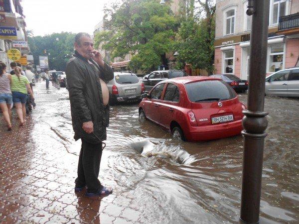 В центре Одессы затопило Ланжероновскую (видео, фото), фото-1