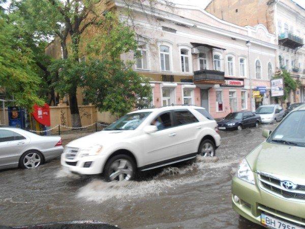 В центре Одессы затопило Ланжероновскую (видео, фото), фото-2