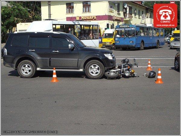 В Одессе мотоцикл оказался под колесами джипа (Фото), фото-2