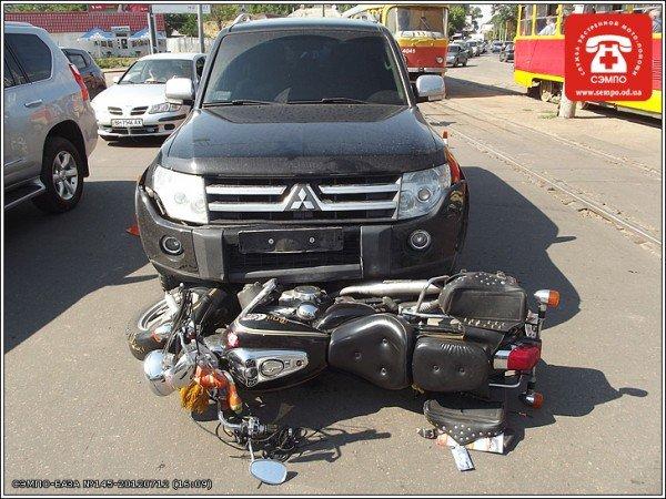 В Одессе мотоцикл оказался под колесами джипа (Фото), фото-4
