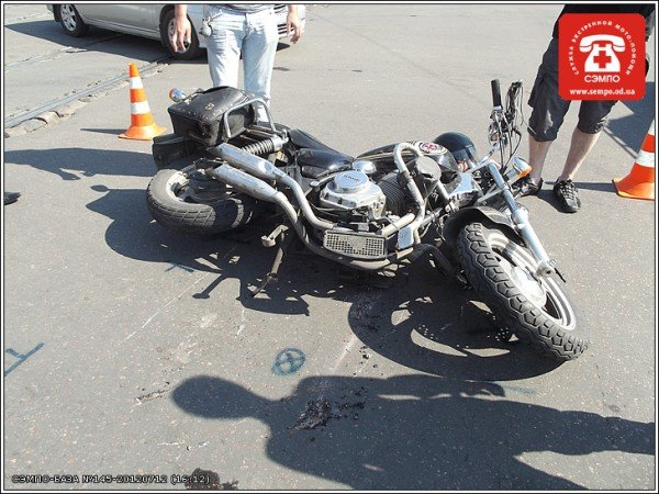 В Одессе мотоцикл оказался под колесами джипа (Фото), фото-5