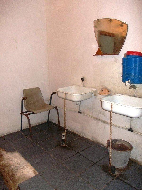 Туалет на артемовском автовокзале пугает приезжих ужасной антисанитарией, фото-4