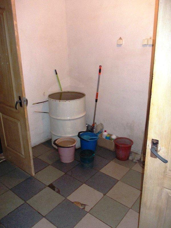Туалет на артемовском автовокзале пугает приезжих ужасной антисанитарией, фото-5