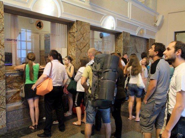 Чтобы купить билет на поезд в Донецке, нужно запастись смирением и терпением (фото), фото-2