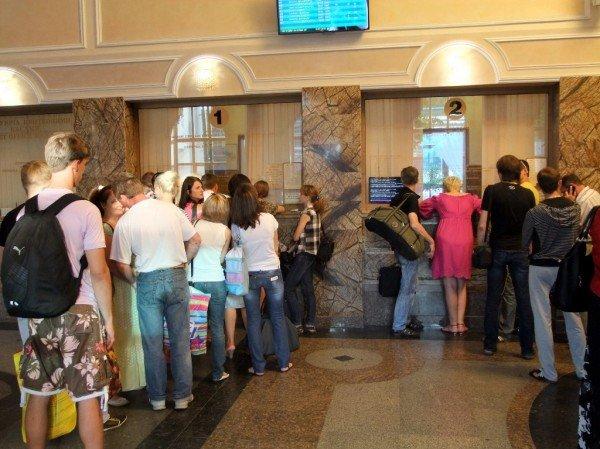 Чтобы купить билет на поезд в Донецке, нужно запастись смирением и терпением (фото), фото-1