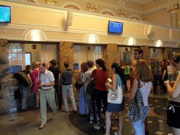 Чтобы купить билет на поезд в Донецке, нужно запастись смирением и терпением (фото), фото-3