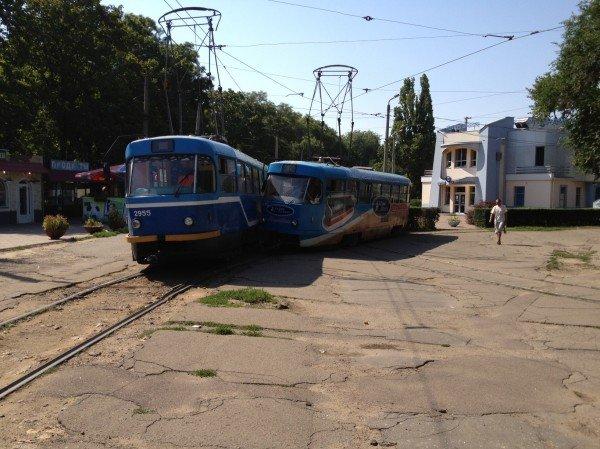 Одесса сходит с ума: на Куликовом поле трамваи не поделили рельсы (фото), фото-2