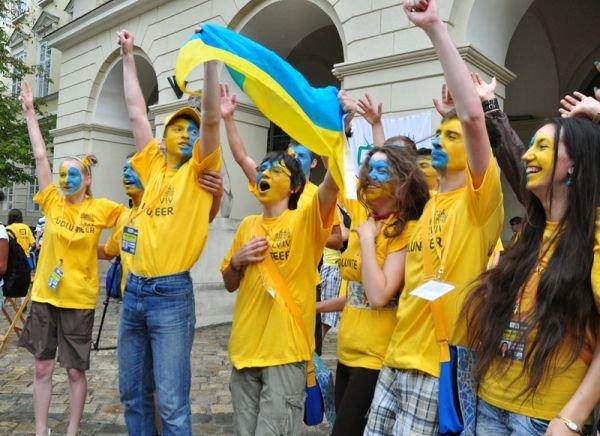 У Львов експонують світлини волонтерів (ФОТО), фото-1