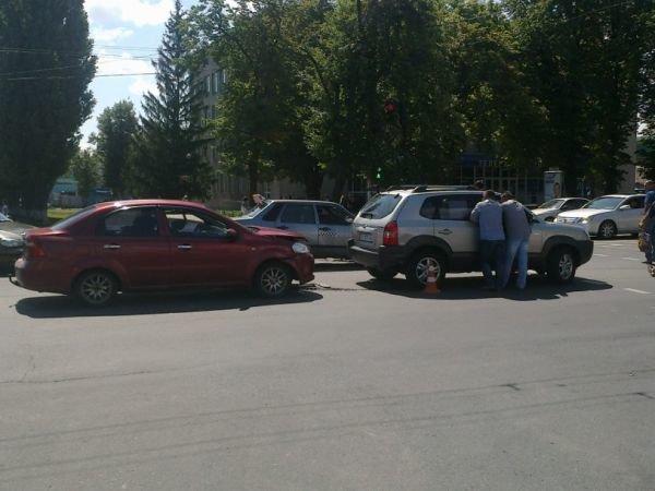 ДТП у Полтаві: Зіштовхнулися Chevrolet та Hyundai (ФОТО), фото-1