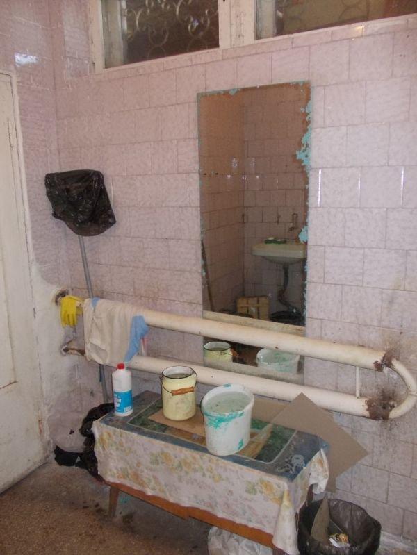 ДЕШЕВО и СЕРДИТО! Жуткий туалет на центральном рынке Артемовска, фото-1