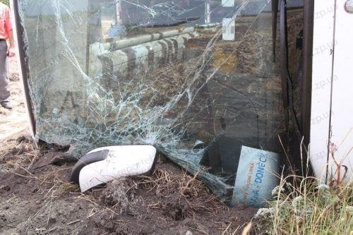 Международный автобус Донецк-Прага перевернулся под Днепропетровском. Один пассажир погиб  (ФОТО), фото-1