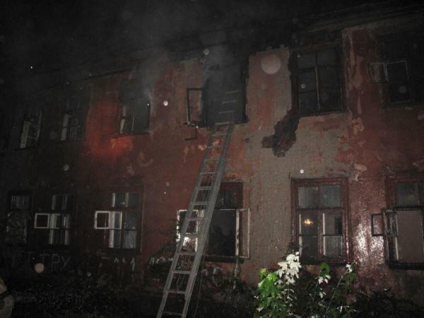 В Запорожье сгорел заброшенный дом (ФОТО), фото-1
