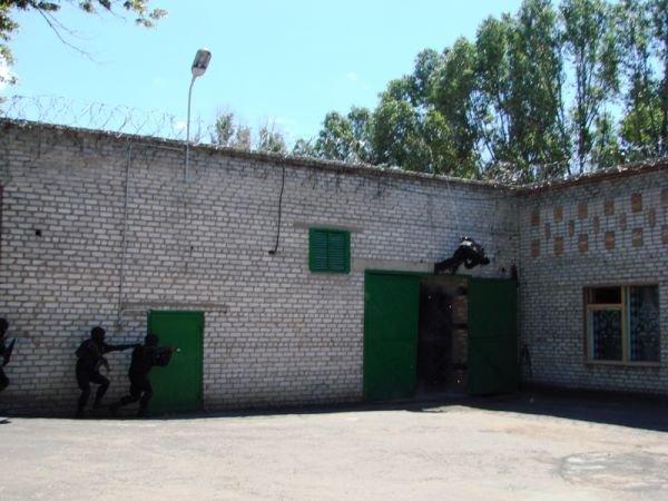 Спецанз обезвредил преступников, взявших в заложники сотрудников Артемовского СИЗО (ФОТО), фото-3