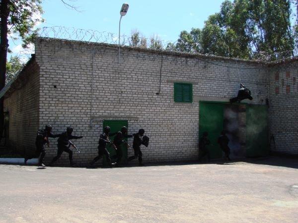 Спецанз обезвредил преступников, взявших в заложники сотрудников Артемовского СИЗО (ФОТО), фото-4