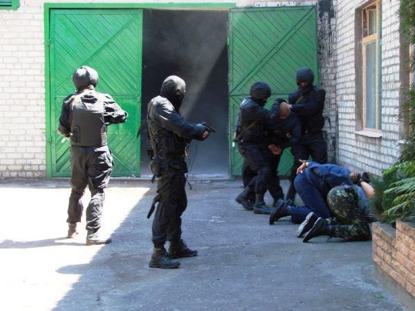 Спецанз обезвредил преступников, взявших в заложники сотрудников Артемовского СИЗО (ФОТО), фото-6