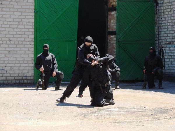 Спецанз обезвредил преступников, взявших в заложники сотрудников Артемовского СИЗО (ФОТО), фото-9