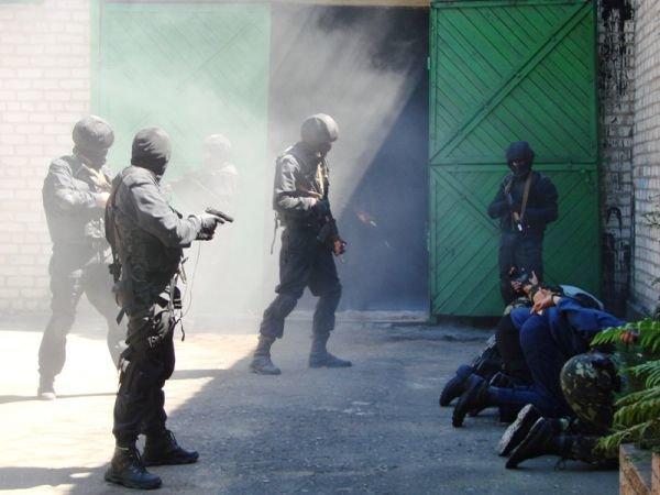 Спецанз обезвредил преступников, взявших в заложники сотрудников Артемовского СИЗО (ФОТО), фото-7