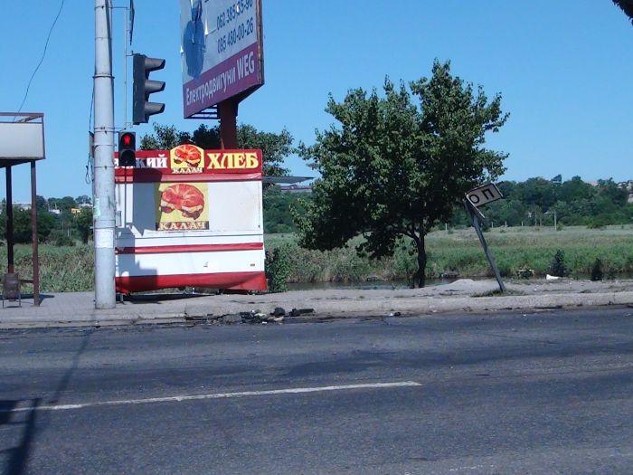 В Мариуполе «ВМW» врезалось в дерево, устроив масляный каток на Набережной (ФОТО), фото-7