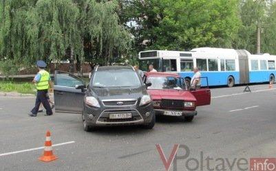 ДТП в Полтаве: ВАЗ и паркетник не разминулись (ФОТО), фото-1