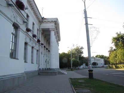 Будівля Малої академії мистецтв у Полтаві небезпечна для пішоходів (ФОТО), фото-1