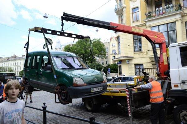 У-Львові-евакуатори-щодня-переміщують-у-середньому-11-авто-1