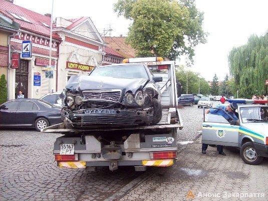 Водій «Мерседесу» став винуватцем ДТП в Ужгороді (ФОТО), фото-1