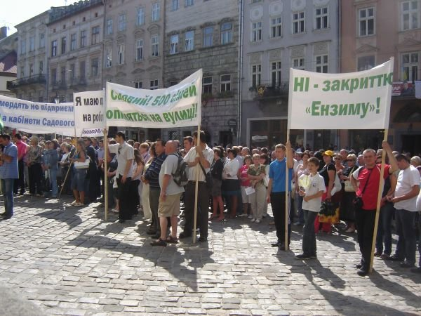 У Львові перед Ратушею кричать, що в Садового смердить кабінет (ФОТО), фото-2