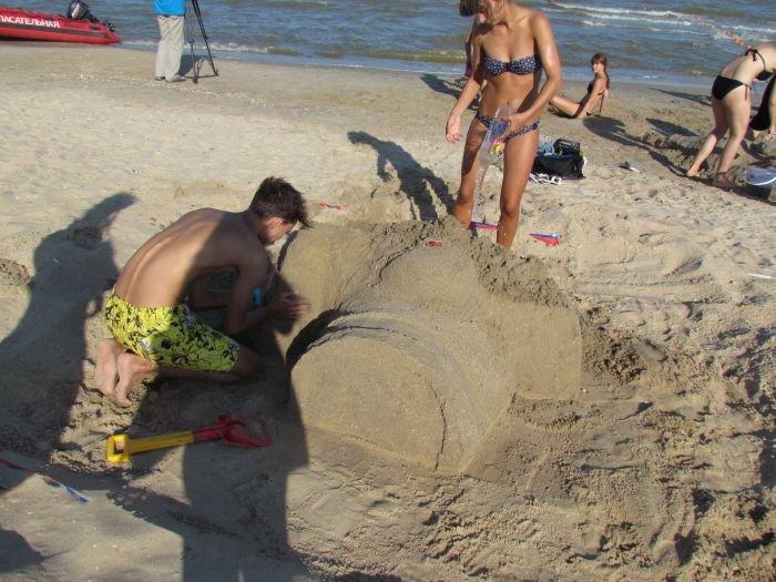 Мариупольцы слепили из песка печень, фотоаппарат и настоящего русала (ФОТО), фото-5