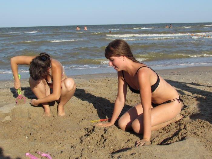 Мариупольцы слепили из песка печень, фотоаппарат и настоящего русала (ФОТО), фото-10