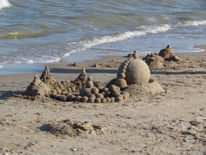 Мариупольцы слепили из песка печень, фотоаппарат и настоящего русала (ФОТО), фото-14