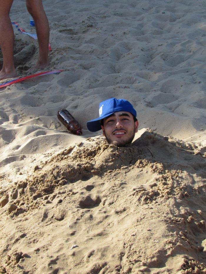 Мариупольцы слепили из песка печень, фотоаппарат и настоящего русала (ФОТО), фото-2