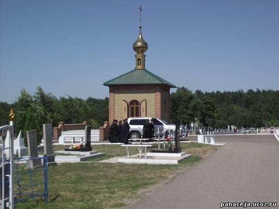 Янукович приехал в Енакиево в сопровождении Ахметова и Иванющенко — родной город встретил президента дымом и копотью (фото), фото-2
