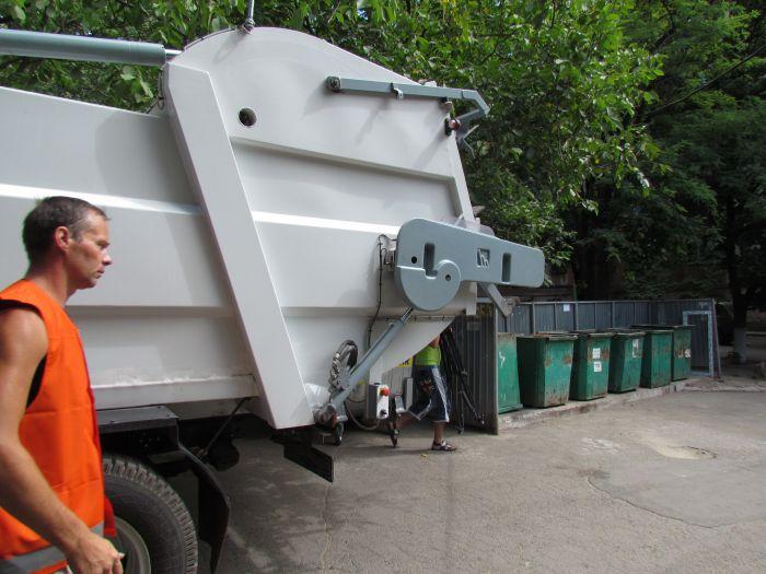 До Мариуполя дошел прогресс: кому-то понадобился наш пластик и стекло (ФОТО), фото-1