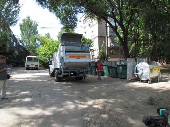 До Мариуполя дошел прогресс: кому-то понадобился наш пластик и стекло (ФОТО), фото-6