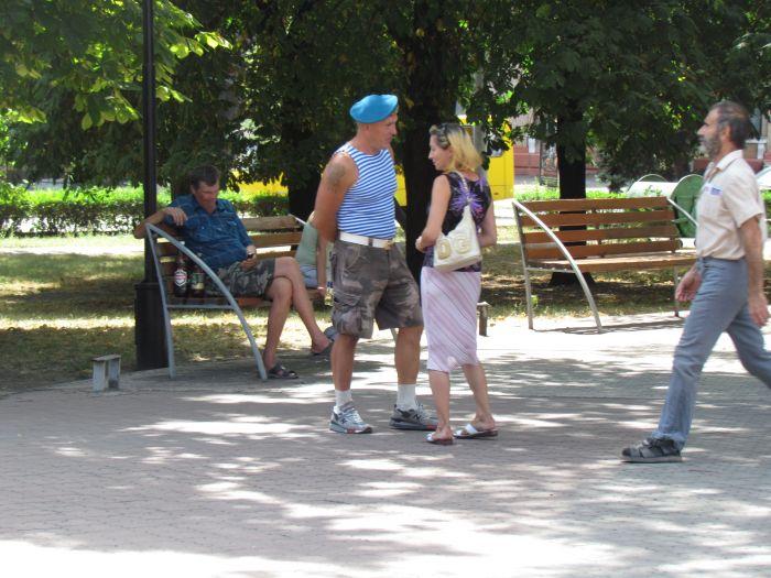 В Театральном сквере Мариуполя высадился десант (ФОТО), фото-8