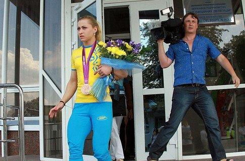 Юлия Калина первой показала в Украине медаль Игр-2012, фото-1