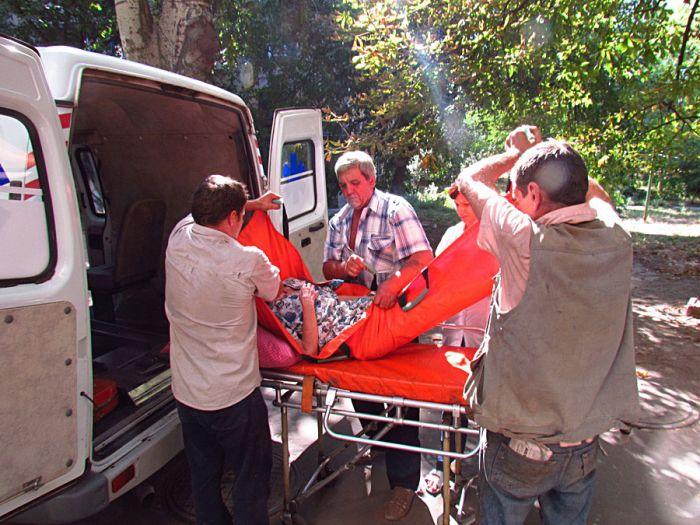 В Мариуполе спасли старушку, 5 дней пролежавшую под дверью собственной квартиры (ФОТО), фото-4