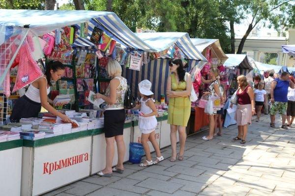 В Симферополе заработал школьный базар (фото), фото-1