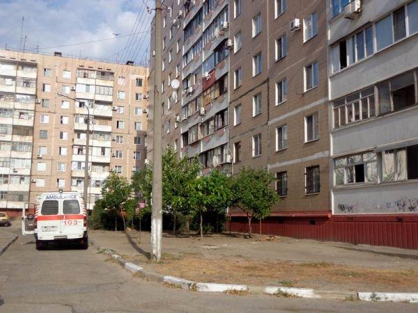 ФОТОРЕПОРТАЖ: В Запорожье мужчина выпал из окна 9-го этажа, фото-1