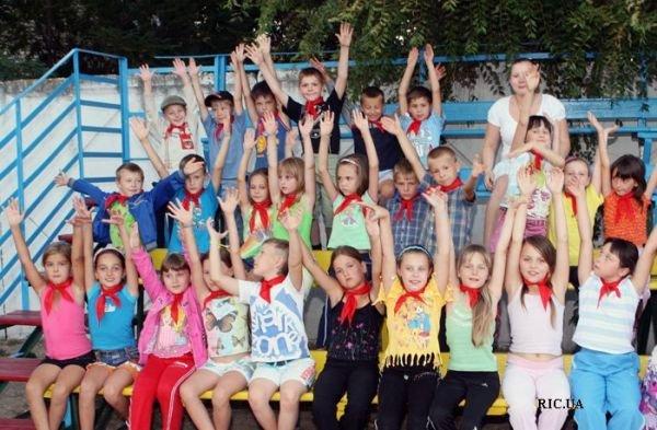 По приказу начальника Приднепровской железной дороги 40 медиков круглосуточно следят за детьми в лагерях (ФОТО), фото-1