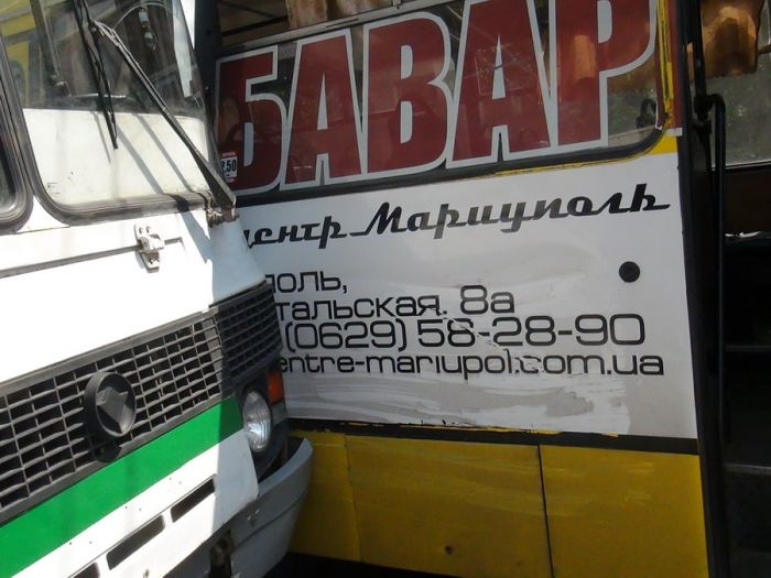 В Мариуполе два пассажирских автобуса не поделили остановку (Добавлены ФОТО), фото-6