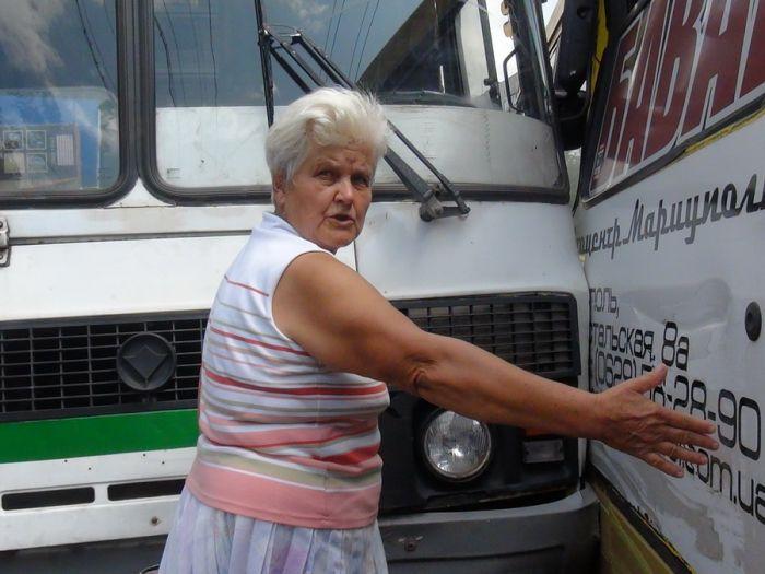 В Мариуполе два пассажирских автобуса не поделили остановку (Добавлены ФОТО), фото-3
