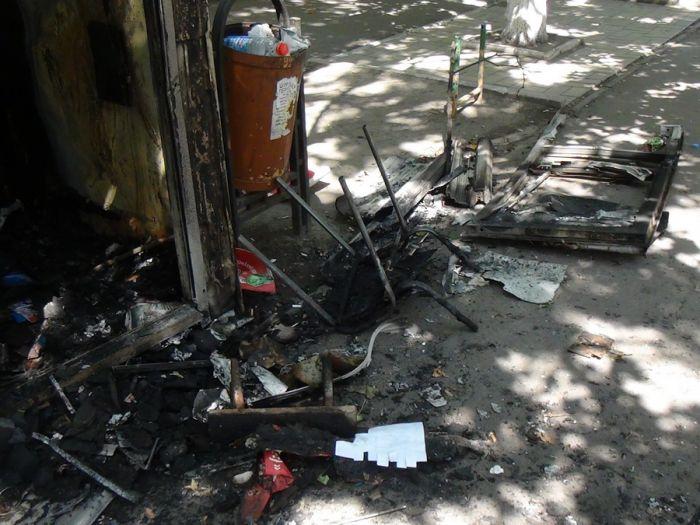 В Мариуполе сгорел торговый киоск (ФОТО) , фото-3
