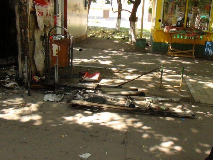 В Мариуполе сгорел торговый киоск (ФОТО) , фото-1
