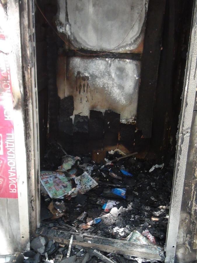 В Мариуполе сгорел торговый киоск (ФОТО) , фото-4