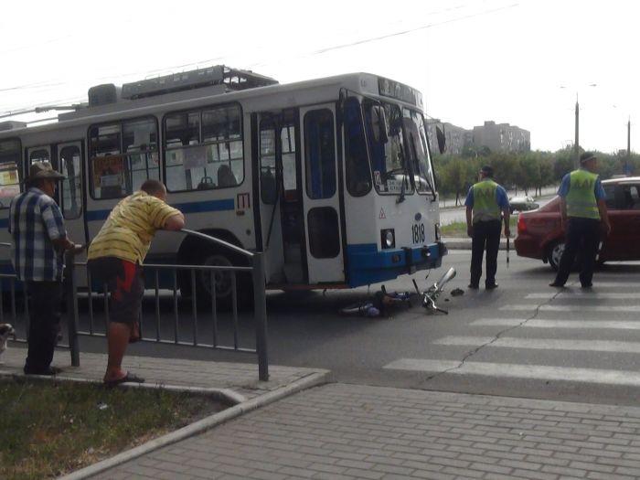 В Мариуполе «рогатый» начал бодаться. Сбил молодую велосипедистку (ФОТО), фото-6